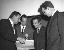 Constant Nieuwenhuys and Aldo van Eyck receive the Sikkens Award, 1960