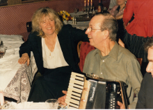 Constant plays the accordion next to Gertie Bierenbroodspot