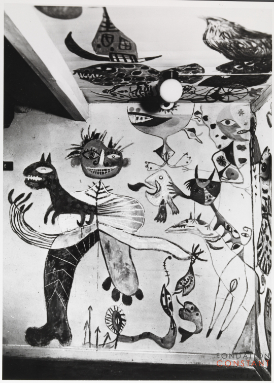 Mural and ceiling art by Constant in the home of Erik Nyholm, 1949