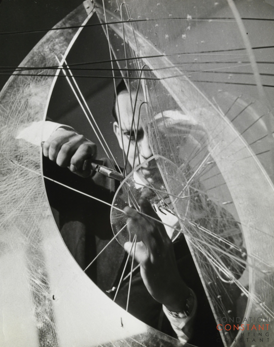 Constant Nieuwenhuys-Constant working on Ovoid Construction, 1957