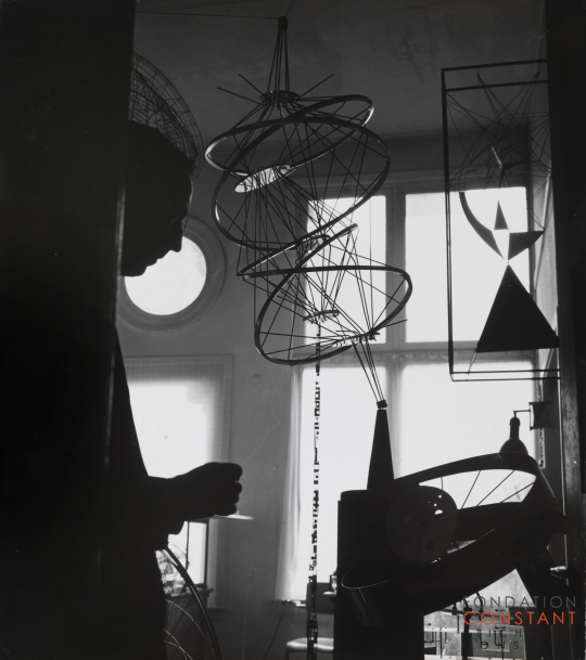 Constant in his studio with his constructions, 1958