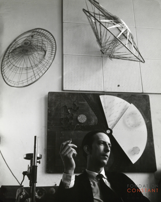 Constant Nieuwenhuys-Constant in his studio in the Henri Polaklaan, 1959