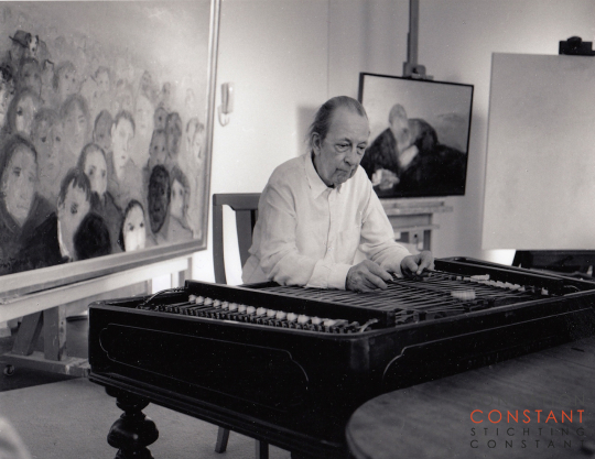 Constant Nieuwenhuys-Constant playing his cymbalom, 1997