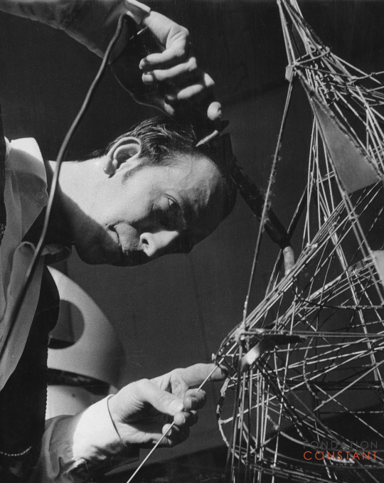 Constant Nieuwenhuys welding a construction, 1957