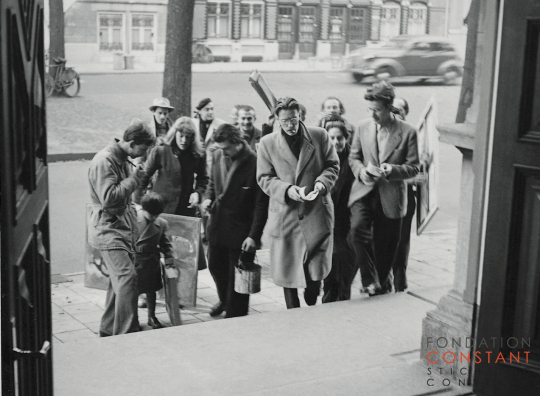 Cobra expositie in Amsterdam with Constant Nieuwenhuys and the other artists, 1949