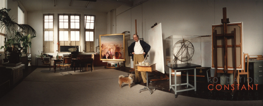 Constant Nieuwenhuys with his dog at his studio Wittenburg in 1997